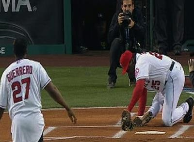 News video: Raw: LA Angels Don Baylor Suffers Ankle Injury